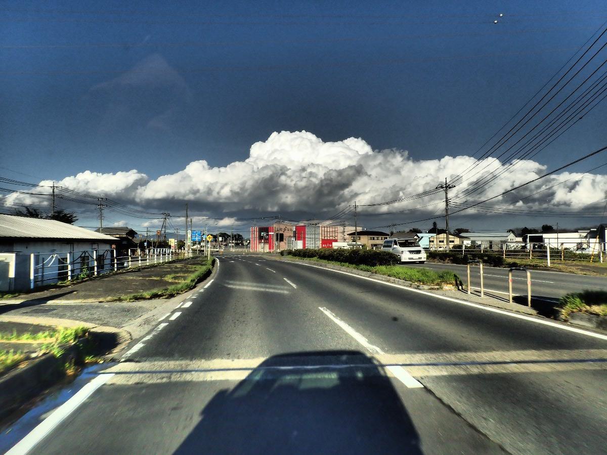 帰り道、季節外れのプチ積乱雲が…