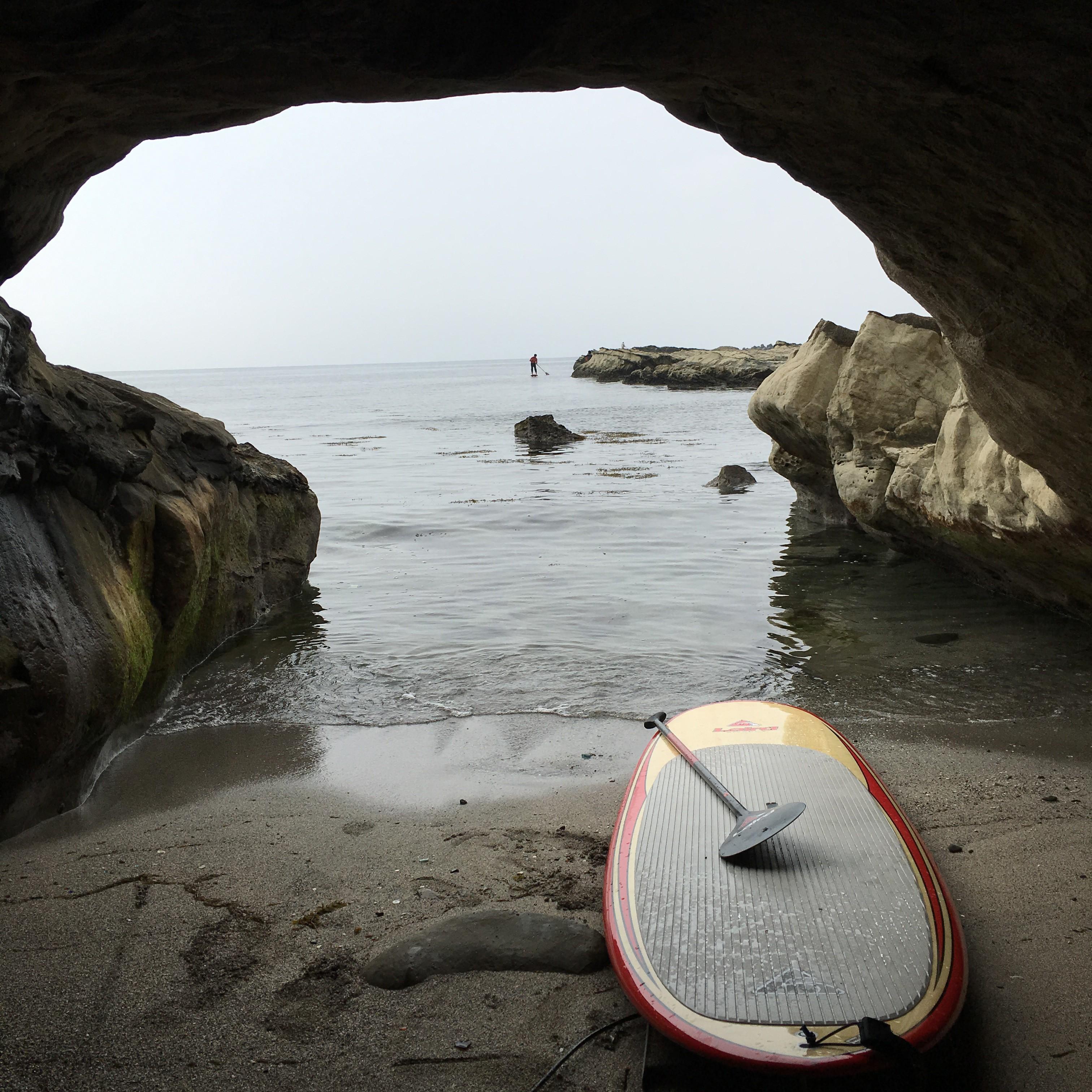 波に乗るオトコになれず、ひとまずプチツーリングへ。 岩窟から見る風景も悪くない…