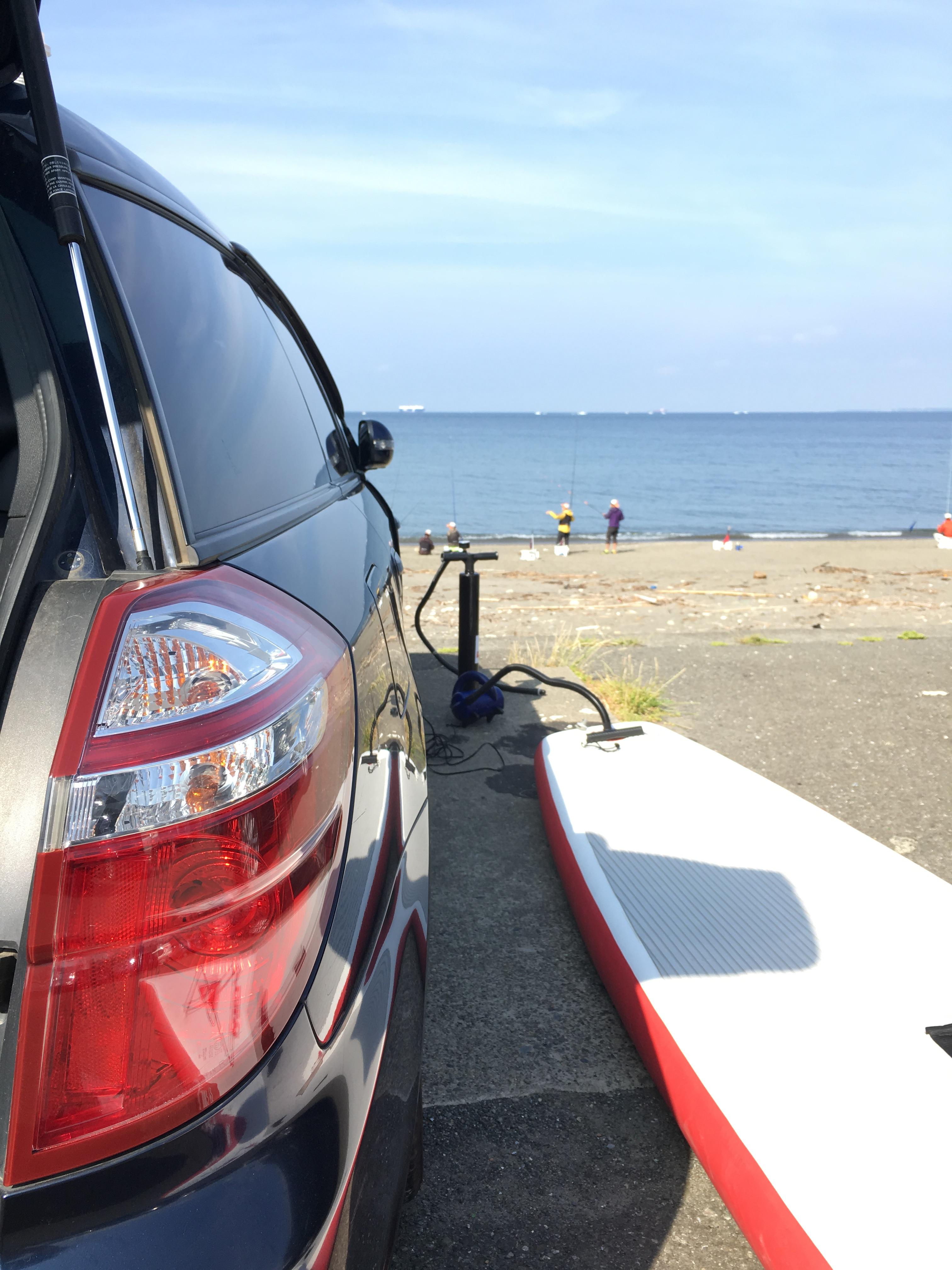 海岸は釣り大会の真っ最中だったけれども、運よく休憩時間帯と出艇時間が一致。前回不調だった電動ポンプも今日は快調。